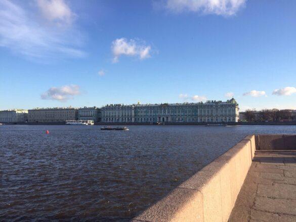 Вид на Дворцовую набережную