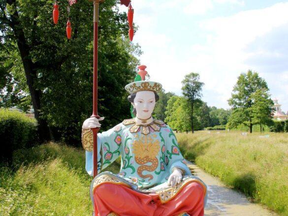 Китаец на мосту в Александровском парке Царского Селв