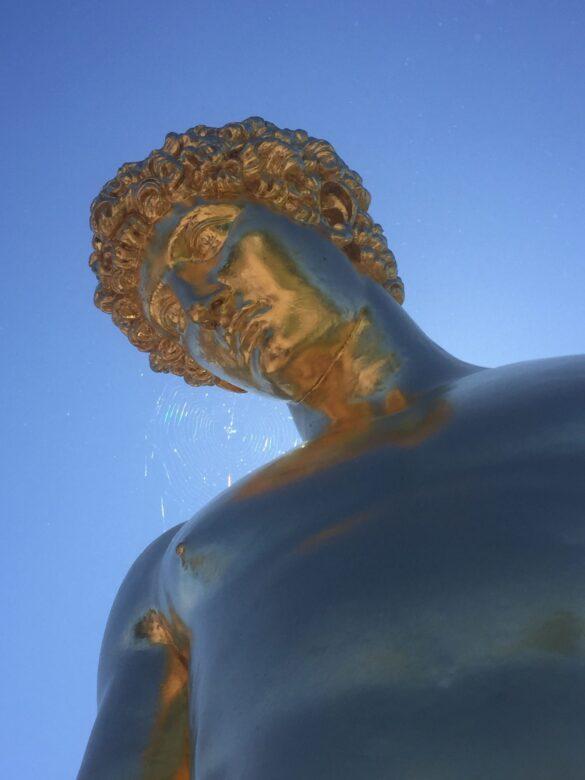 Скульптура Антиной на Большом каскаде